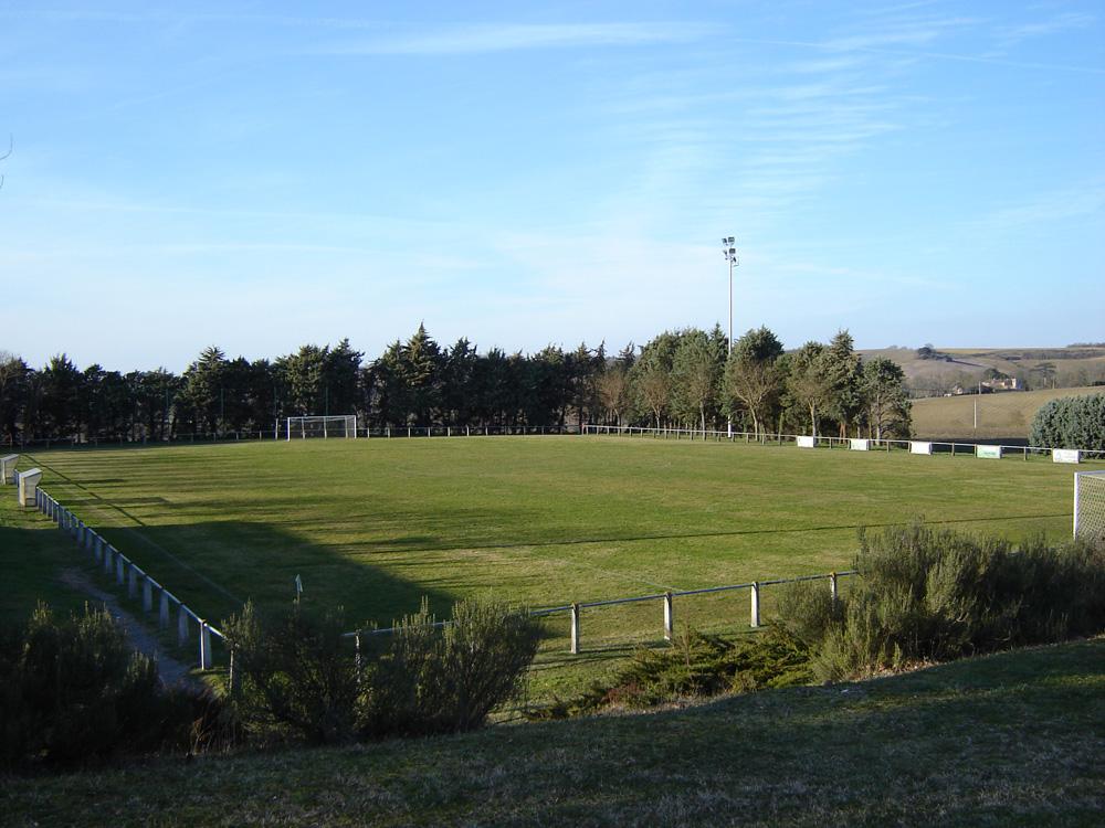 Stade de football de Lanta